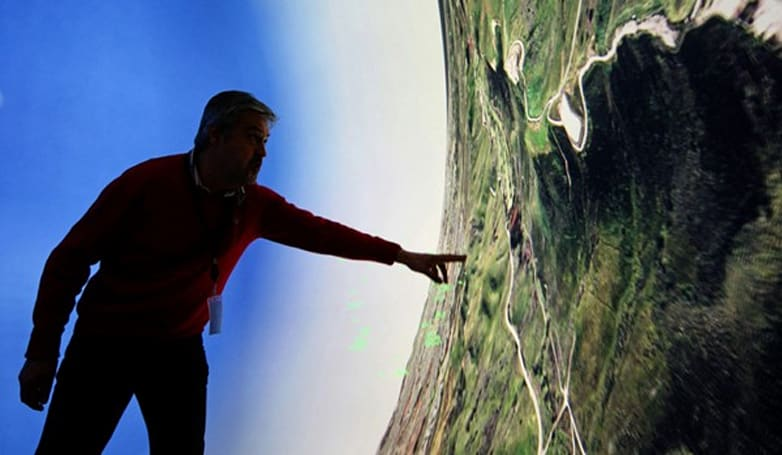 Flight sim bubble offers 360-degree view, makes earth seem round