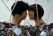 Video: The first (televised) kiss between robots