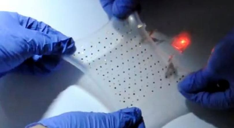 Stretchable, serpentine lithium-ion battery works at three times its usual size