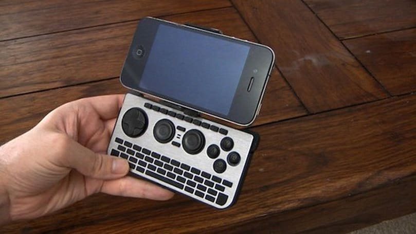 Open source mobile game controller iControlPad 2 has QWERTY keyboard
