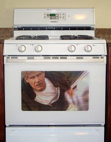 Stupid gadget criminal tries to pass off oven door as plasma TV