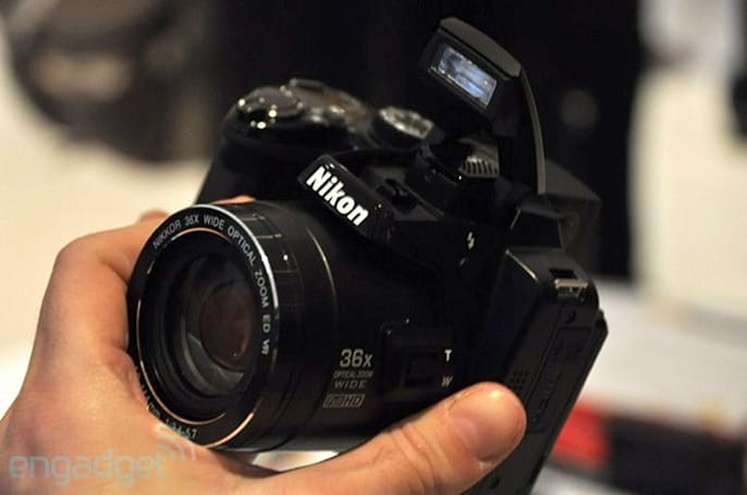 Nikon Coolpix P500 reviewed, zooms to infinity but not beyond