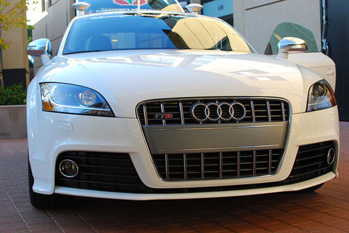 Stanford builds robotic Audi for racing, robotic Volkswagen for parking