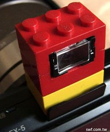 Lego viewfinder created for Sony NEX-5, lincoln log enthusiasts feel left out