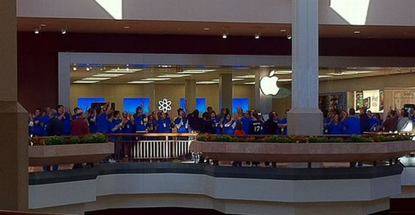 Apple Stores: St. Louis pictures, Chicago opening