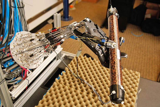 Robot hand learns to twirl objects on its own