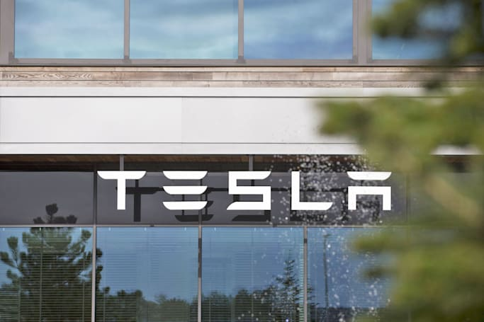 Tesla accused of exploiting cheap labor to make its factories (updated)