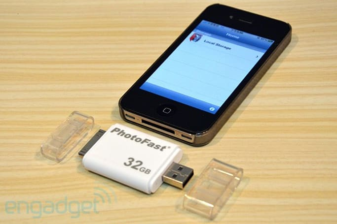 PhotoFast i-FlashDrive does USB on one end, 30-pin dock connector on the other