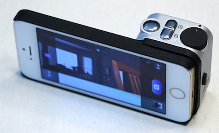 Snappgrip makes one-handed iPhone photography a snap