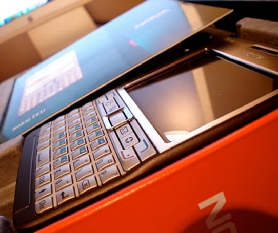 The Nokia E61i gets unboxed