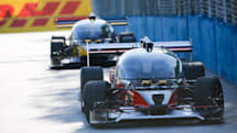 無人自動駕駛「賽車」的首場測試賽以自撞收場