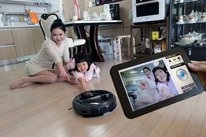 Samsung 'TangoView' vacuum surveillance camera will bring you to your knees