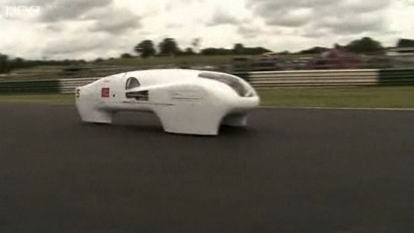 UK students' 1,980 MPG car scores first place in marathon race, by a 1,000 MPG margin