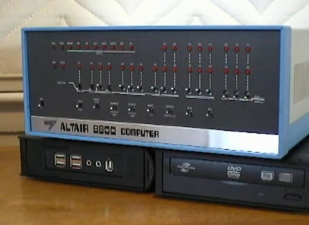 Mini Altair 8800 looks authentic, runs Windows 7 (video)