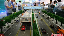 China to build ginormous buses that cars can drive under (video)