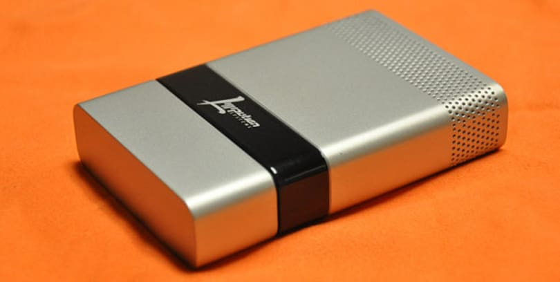 Brookstone fuel cell USB charger to keep phones powered for two weeks, Engadget editors happy