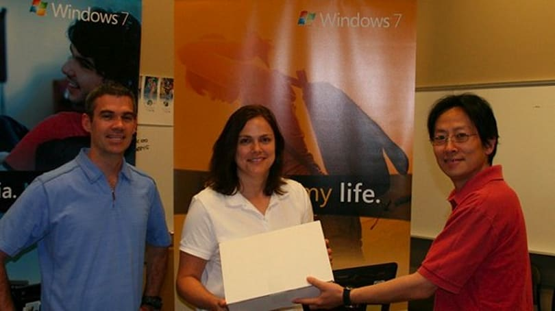 Microsoft invites some of its bestest OEM buddies over for a Windows 7 RTM code handoff party
