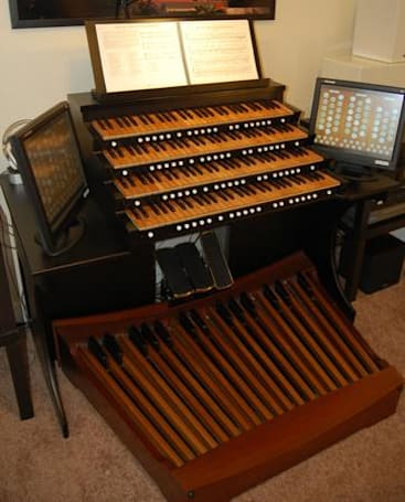 Virtual pipe organist is the Phantom of his own living room