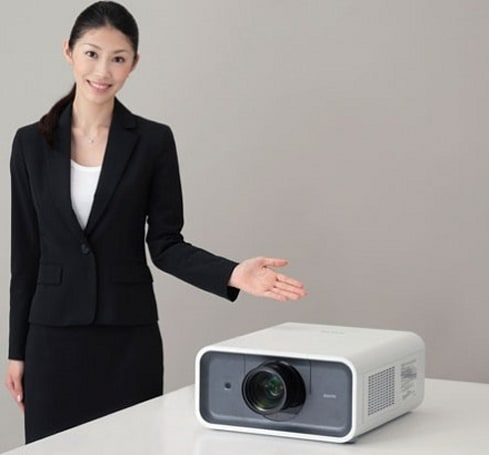 Sanyo's 6,500 lumen LP-XP100L 3LCD projector: bright with a nice personality