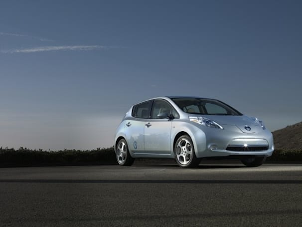 Nissan rep confirms delivery of 25,000 Leaf EVs to US by the end of 2011
