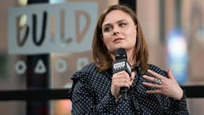 "Emily Deschanel Discusses ""Bones"" In The Social Media Age"