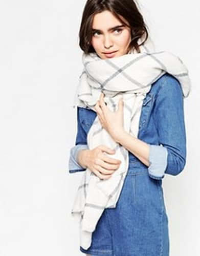 Chic fall scarf