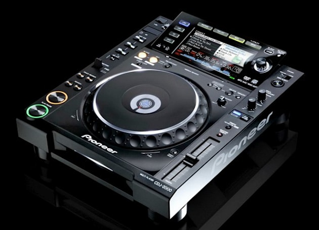 Pioneer's new CDJ-2000 DJ deck hopped up with a 6.1-inch LCD, new features