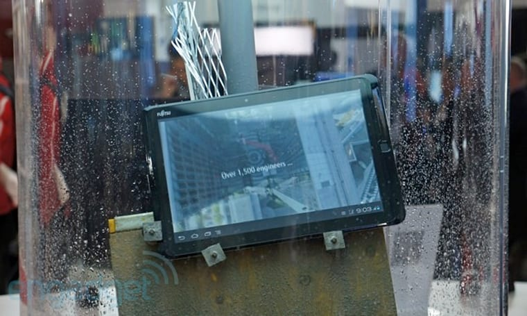 Hands-on with Fujitsu's waterproof, dustproof Stylistic M702 tablet (video)