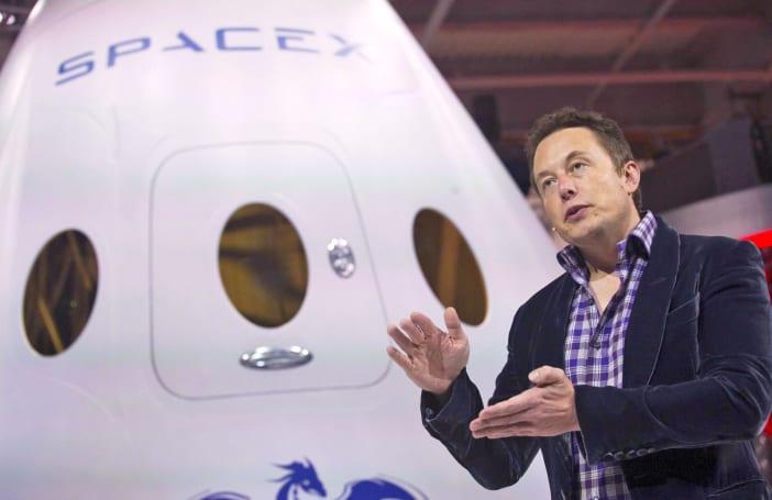 SpaceX 要在 2018 年载人到月球观光