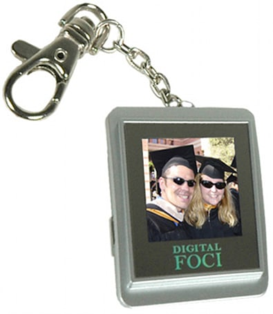 Digital Foci stuffs a digiframe into a keychain