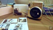 Fujifim 聯手 Michael Kors 推出了一款金燦燦的 Instax Mini 70 拍立得