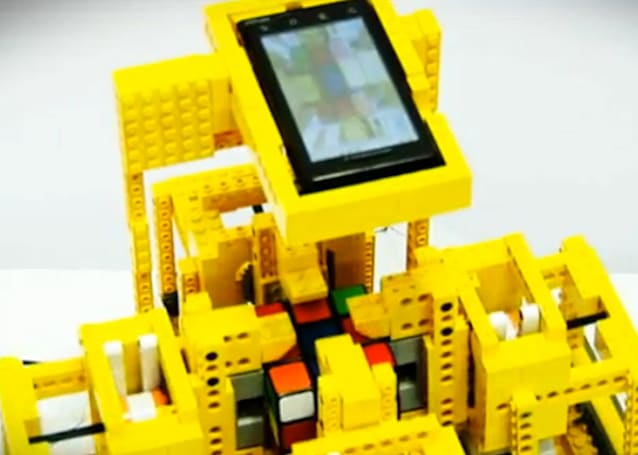 Motorola Droid solves Lego-encased Rubik's Cube in 24 mind-melting seconds (video)