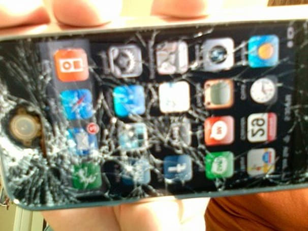 Flickr Find: Working iPhone, Destroyed Screen