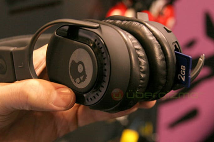 SkullCandy shows off MP3-playing Double Agent headphones