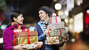 How to Budget and Spend Wisely This Holiday