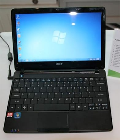 Acer Aspire One 722 caught in the wild (video)