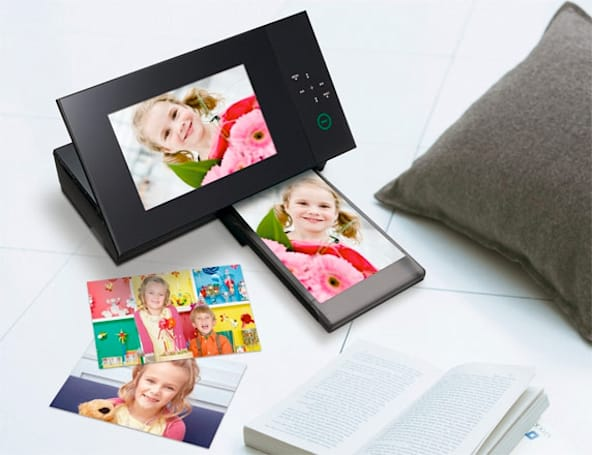 Sony's S-Frame DPP-F700 digiframe / printer hybrid hitting America in January for $200