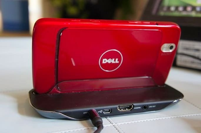 Dell Streak HDMI dock gets the hands-on treatment, kickstand-equipped case makes a cameo