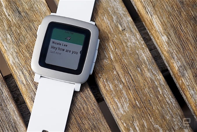 Pebble brings text replies to iOS users on Verizon