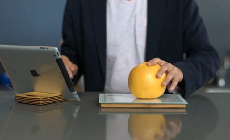 Chef Sleeve's Smart Food Scale sends nutritional info to your iOS device