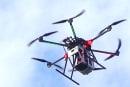 空飛ぶ携帯基地局、3月実証実験へ──KDDIが「ドローン基地局」