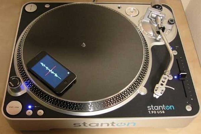 Mopho DJ uses your iPhone to track turntable movement (instead of your movements)