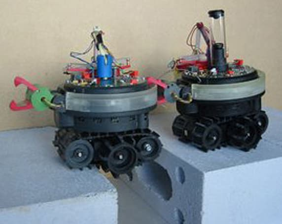 Swarmanoid robot project foreshadows certain robotic takeover