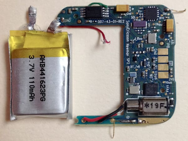 Sony SmartWatch torn down and dissected, wishes it were a Pebble