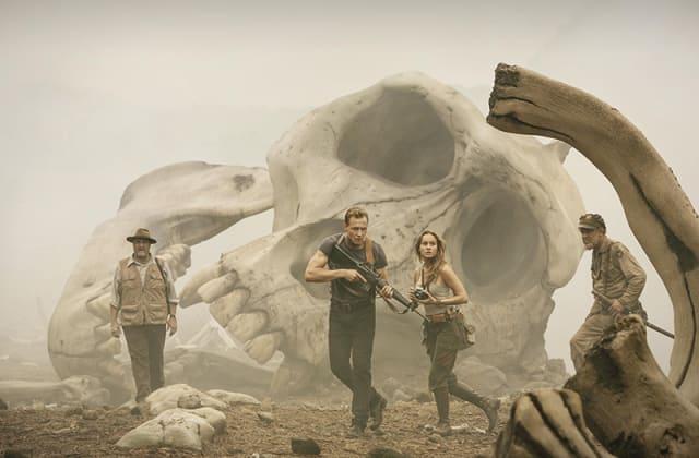 地獄のアイランド! トム・ヒドルストン主演『キングコング 髑髏島の巨神』衝撃の特報映像解禁で巨大なコングが登場!