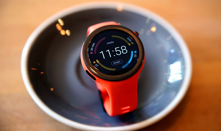 Moto 360 Sport review: Solid smartwatch, subpar workout tool