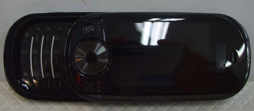 AT&T's Pantech C820 in the flesh, FCC-style