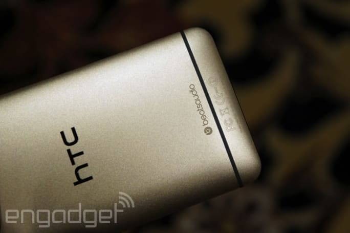 Champagne Gold HTC One pops off in Vegas, baby