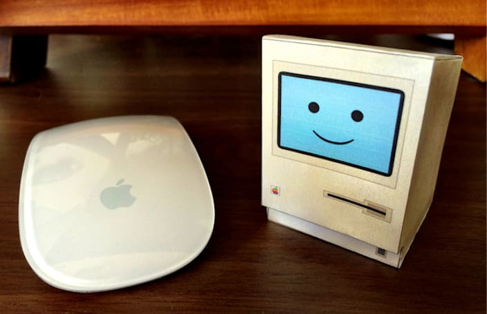 It's Friday, so make yourself an adorable little papercraft Mac