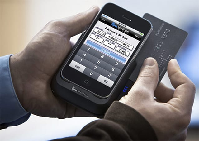 VeriFone Payware Mobile iPhone now available in Apple retail outlets, your CC weeps